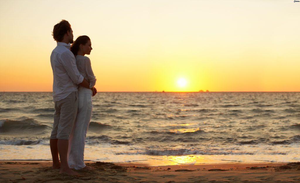 coppia-al-mare,-tramonto,-spiaggia-sabbiosa-227199